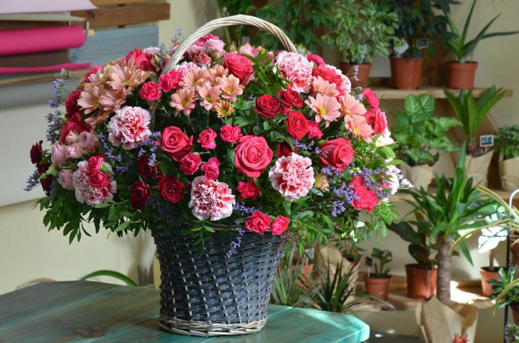Заказать цветы в корзине в Гомеле
