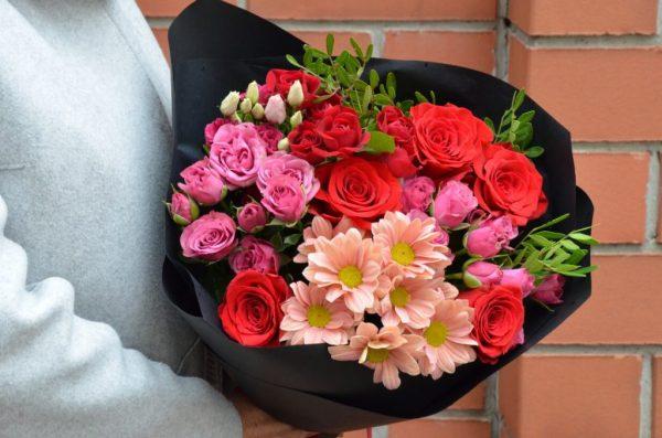 Яркий букет №8 с розами в Гомеле