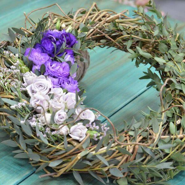 Траурный венок из живых цветов в Гомеле